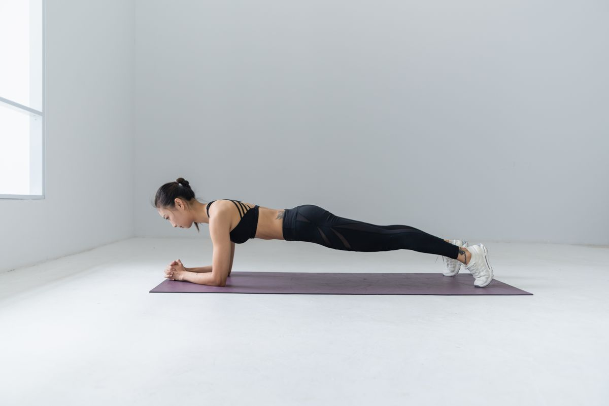 Woman doing a bodyweight workout