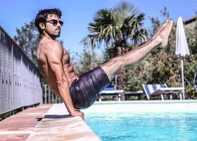 A personal trainer completing calisthenics exercises for beginners.