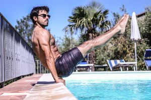 A personal trainer completing a calisthenics workouts for beginners.