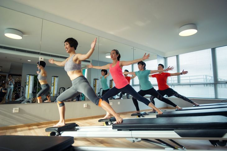 Pilates personal trainer leading a class