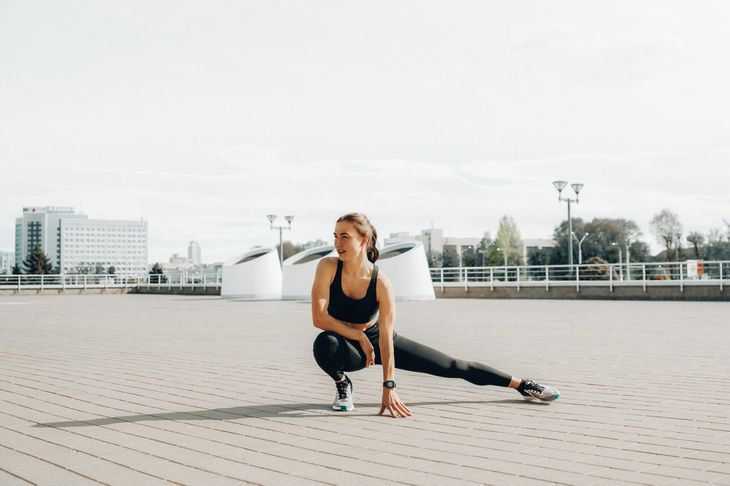 Personal trainer stretching
