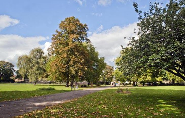 The meadows of Wormholt Park mean it's an idyllic place to meet your personal trainer in Fulham.
