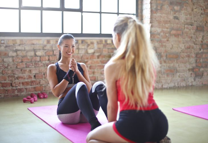 A personal trainer motivating a client